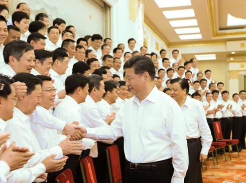 在中国共产党成立94周年前夕,中共中央总书记、国家主席、中央军委主席习近平30日上午在北京亲切会见全国优秀县委书记,代表党中央向受到表彰的全国优秀县委书记表示热烈的祝贺,向全国广大共产党员和党务工作者致以节日的问候。   习近平给广大县委书记提出4点要求。  一是要做政治的明白人,对党绝对忠诚,始终同党中央在思想上政治上行动上保持高度一致,坚定理想信念,坚守共产党人的精神家园,自觉践行社会主义核心价值观,自觉执行党的纪律和规矩,真正做到头脑始终清醒、立场始终坚定。  二是要做发展的开路人,勇于担当、奋发有为【详情】